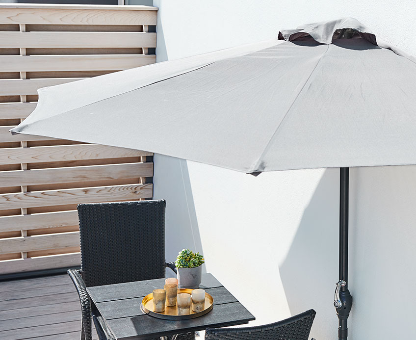 Balcony with a balcony parasol and bistro set