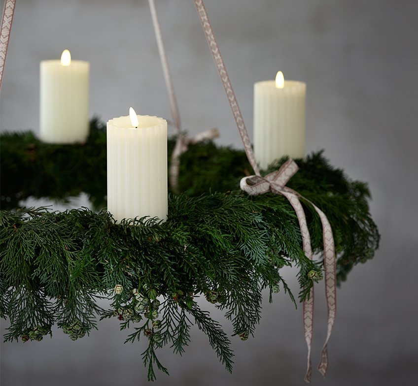 Advent wreath with LED candles with timer function